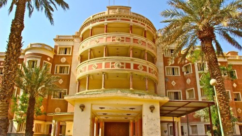 قصر بني بأمر المؤسس عام 1942 وسكنه الملك سعود رحمهما الله وهو أول مبنى شيد بالأسمنت والحديد في الرياض وصار مقراً لمجلس الوزراء قرابة ثلاثة عقود