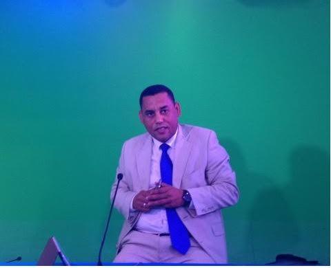 حصري: صحفي موريتاني يقدم استقالته دفاعا عن المغرب و الملك محمد السادس