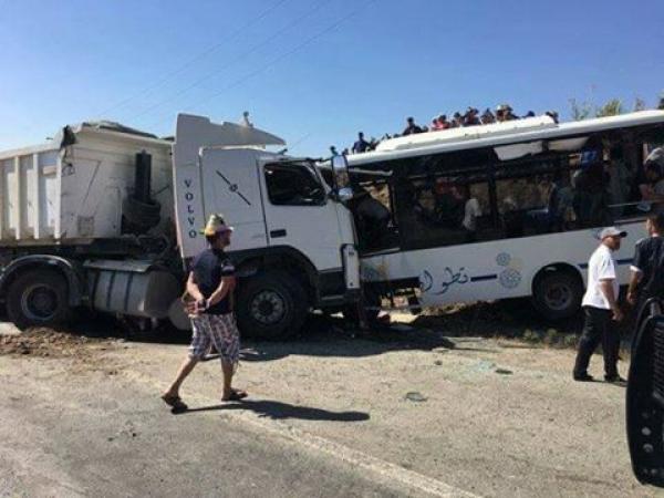 حادثة سير مميتة بين حافلة عمومية و شاحنة من الحجم الكبير طريق الخميس أنجرة – تطوان