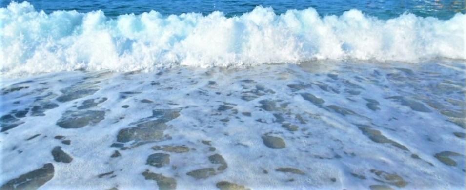 valuri pe plaja Limnionas Pelion