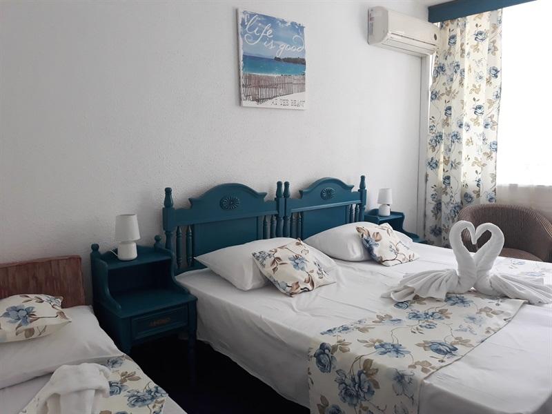 camera triplă Hotel Miorița Neptun
