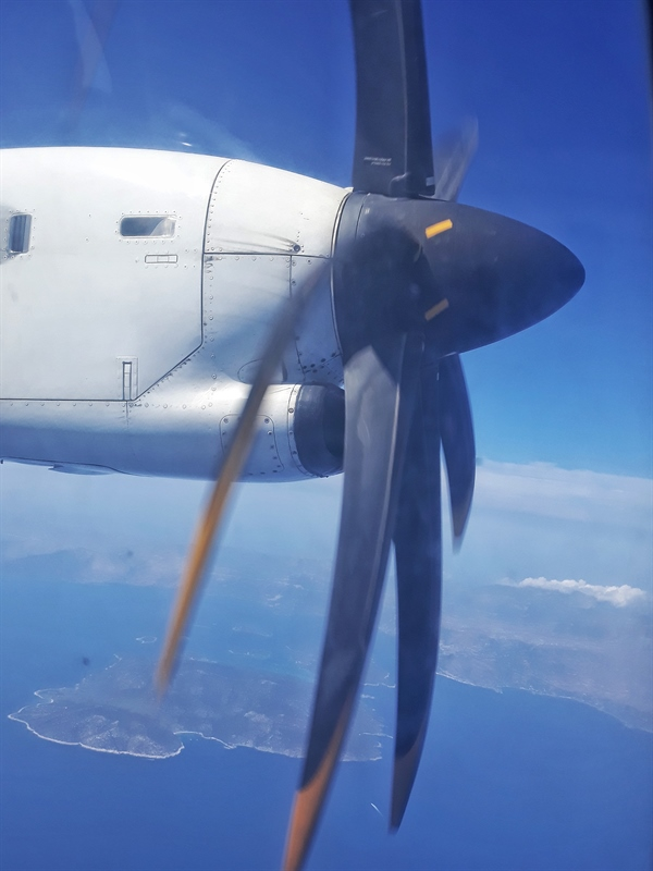 Avion ATR cu elice Sky Express