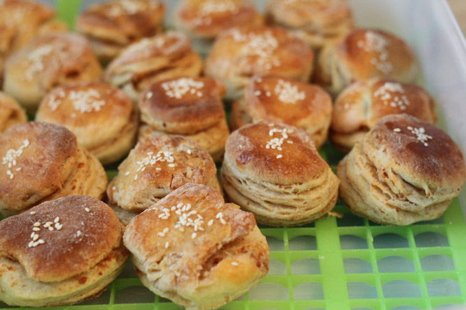 close up of baked oškvarkové pagáč