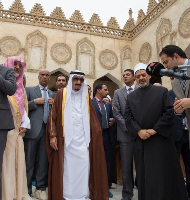 الملك يزور جامع الازهر3