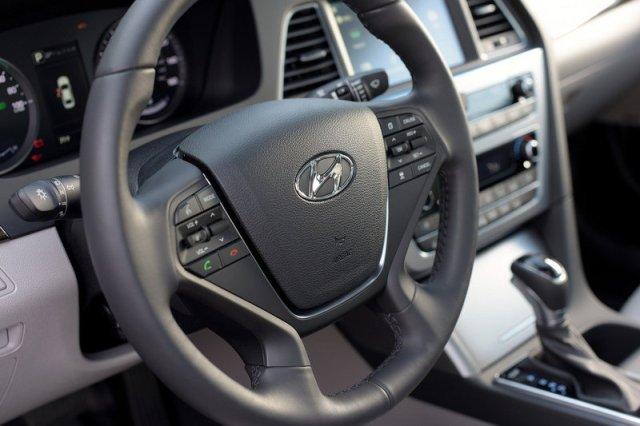 تصميم داخلية السيارة هيونداي سوناتا 2017 الهجينة