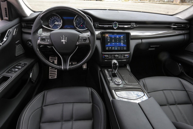 المقاعد الفاخرة للسيارة مازيراتي جران توريزمو 2018
