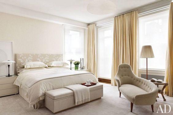 غرفة نوم باللون الابيض و البيج المرسال