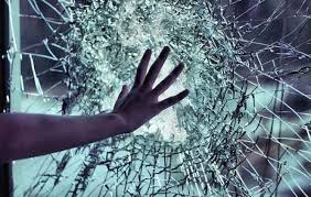 تفسير حلم كسر الزجاج في المنام