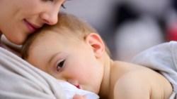 تفسير حلم ارضاع طفل غير طفلي في المنام