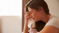 تفسير حلم البكاء على الأم الحية في المنام
