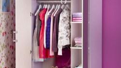 تفسير حلم خزانة الملابس في المنام للعزباء