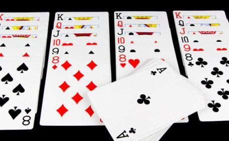 تفسير حلم لعب الورق مع الميت في المنام