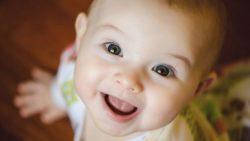 تفسير حلم رؤية طفل رضيع يبتسم في المنام