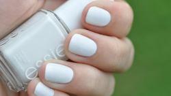 تفسير حلم طلاء الأظافر باللون الأبيض