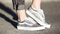 تفسير حلم لبس حذاء لامع في المنام