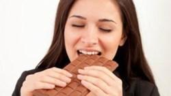 حلمت اني اكل شوكولاتة لذيذة في المنام