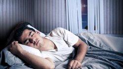 تفسير حلم الميت نائم على السرير في المنام