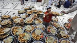 تفسير حلم توزيع الطعام للعزباء في المنام