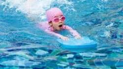 تفسير حلم السباحة في البحر مع شخص للعزباء