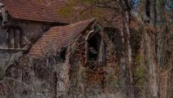 تفسير حلم الميت يرمم البيت في المنام