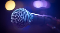 رمز الغناء في المنام