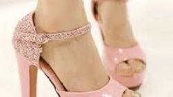 تفسير حلم ارتداء حذاء وردي في المنام