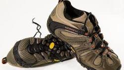 تفسير حلم لبس حذاء شخص ميت في المنام