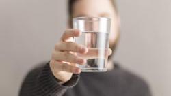 تفسير حلم شخص اعطاني ماء في المنام