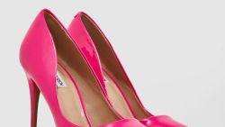 تفسير حلم ارتداء حذاء زهري في المنام