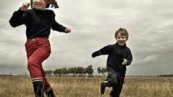 تفسير حلم الركض وراء طفل صغير في المنام