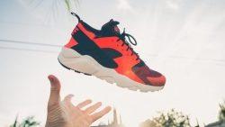 تفسير حلم رمي الحذاء على شخص في المنام
