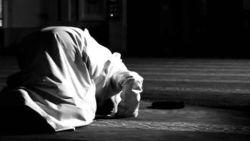 تفسير حلم الميت هو يصلي في المنام
