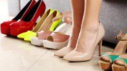 تفسير حلم لبس حذاء غير حذائي في المنام