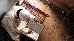 تفسير حلم قراءة القران الكريم على شخص ميت في المنام