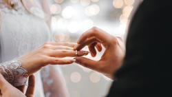 تفسير حلم الزواج من امرأتين في المنام