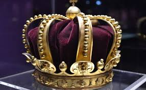 تفسير حلم مصافحة الحاكم أو الملك في المنام
