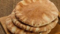 تفسير حلم الميت يعطي خبز للحي في المنام