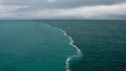 تفسير حلم رؤية برزخ البحر في المنام