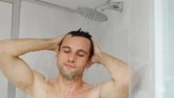 تفسير حلم شخص يستحم أمامي في المنام