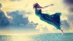 تفسير حلم شخص يطير فوق البحر في المنام
