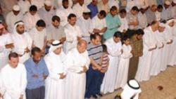 تفسير حلم رؤية الميت يصلي جماعة في المنام