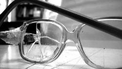 تفسير حلم تكسر النظارة في المنام
