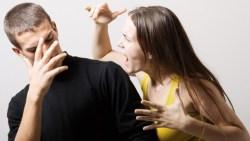 حلمت اني اضرب زوجي لانه خانني في المنام