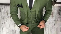 تفسير حلم رؤية لبس البدلة الخضراء في المنام