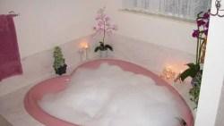 تفسير حلم الاستحمام مع زوجي في المنام