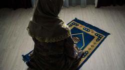 هل يجوز الصلاة عند نزول دم بني قبل الدورة
