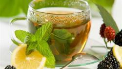 كم يحرق الشاي الأخضر مع الليمون
