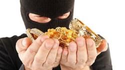 تفسير حلم سرقة الذهب من قِبل شخص مجهول في المنام