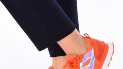 تفسير حلم لبس حذاء لونه برتقالي في المنام
