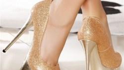 تفسير حلم لبس حذاء لونه ذهبي في المنام لابن سيرين